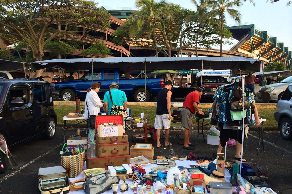Cleaning Out: Five Tips for Selling at the Aloha Stadium