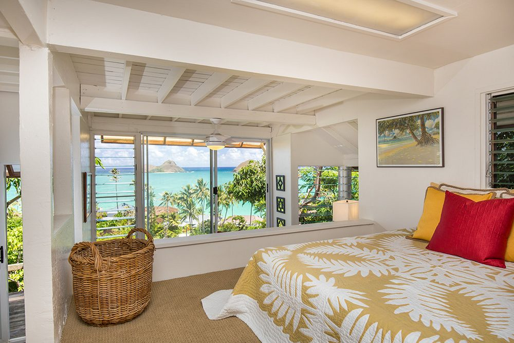 Tropical Treehouse in Lanikai: Bedroom