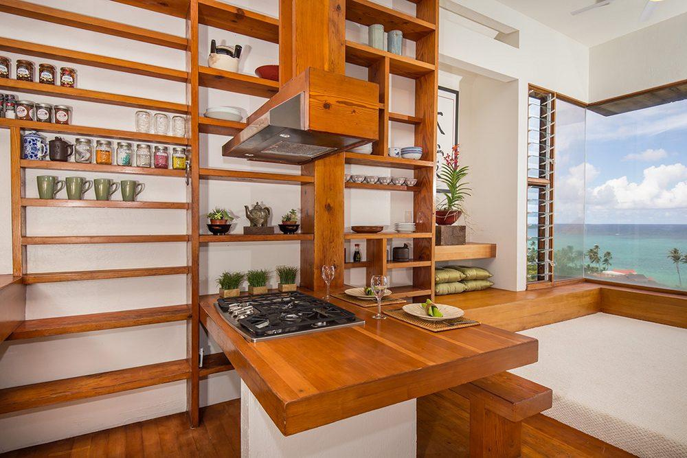 Tropical Treehouse in Lanikai: Kitchen