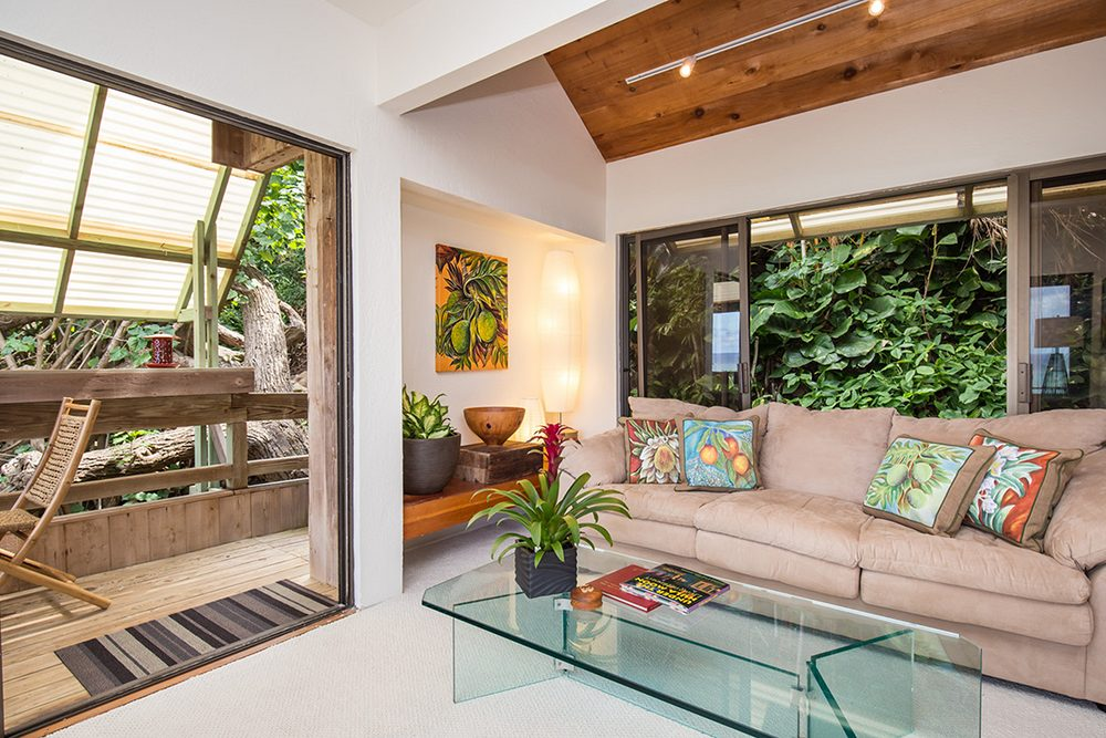 Tropical Treehouse in Lanikai: Living Room